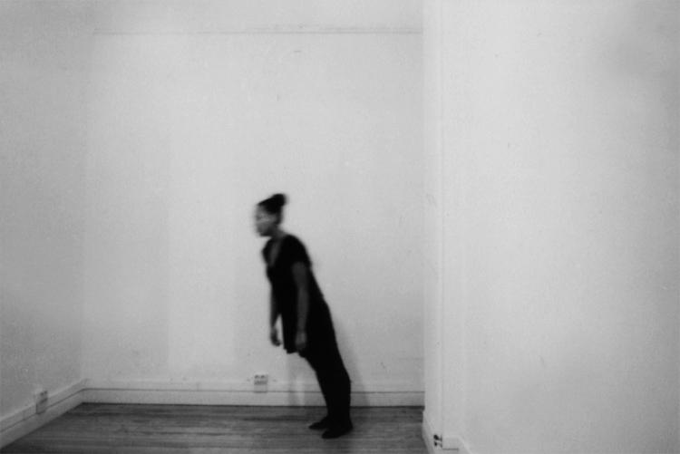 Akosua Viktoria Adu-Sanyah | Falling Portrait | 2012 | Analoge Fotografie, Handabzug Baryt | © beim Fotografen