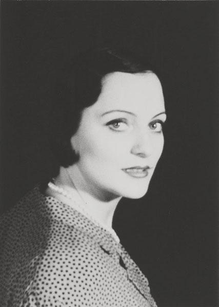 Stefanie Klingemann | Studioporträt 1950 | © beim Fotografen
