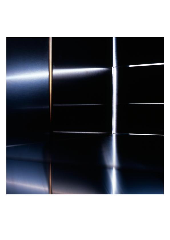 Edition 2: Nicole Ahland, Light and Space Refraction #9, 2021<br> Analoge Farbfotografie<br> Giclée-Druck, pigmentierte Tinte auf Fine Art Photo Rag 308g/m.<br> Blattgröße: 42 x 29,7 cm / Motivgröße: 27,5 x 27,5 cm<br> signiert und nummeriert<br> Auflage: 25 Exemplare
