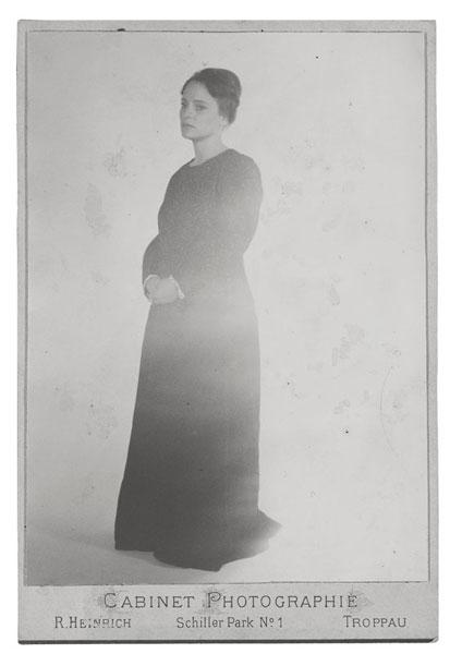 Stefanie Klingemann | Studioporträt um 1900 | © beim Fotografen
